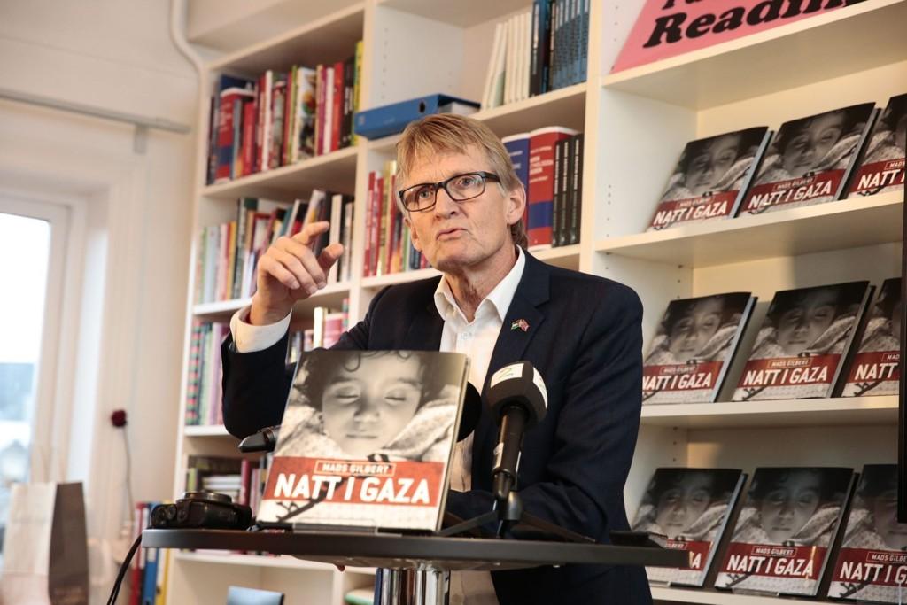 Legen Mads Gilbert presenterer boken «Natt i Gaza» på en pressekonferanse hos Kagge Forlag i Oslo fredag.