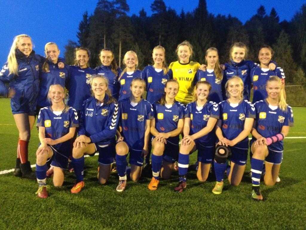 FINALE: Klare for NM-finale til lørdag, Lyns jenter 16-lag. Her etter semifinaleseier mot Fjellhamar tidligere i høst. Foto: Lyn Fotball
