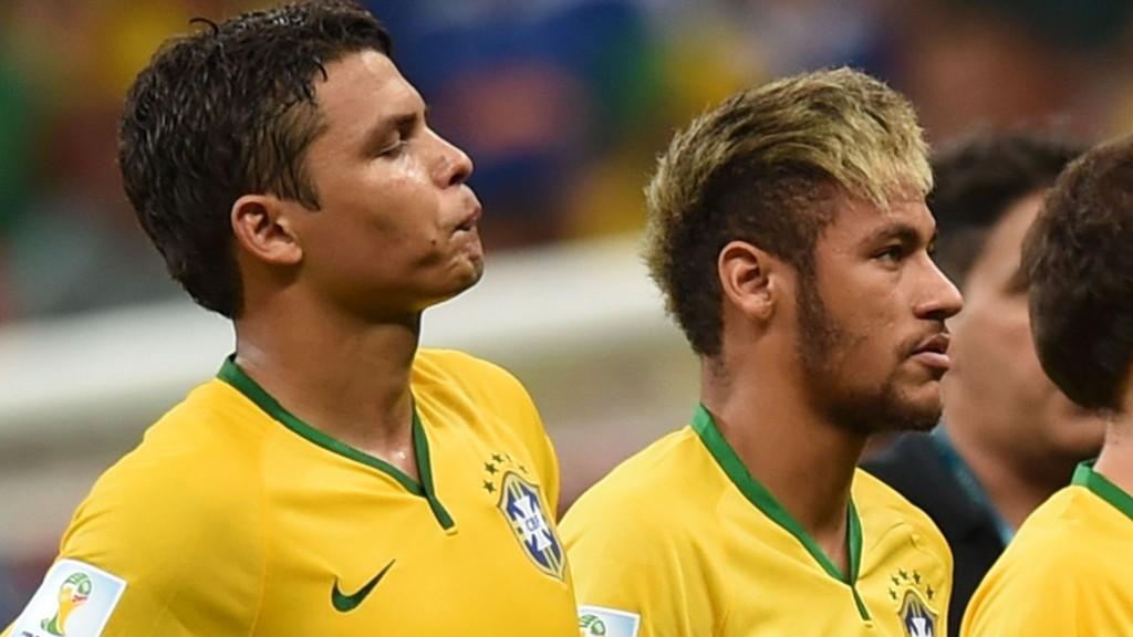 DRÅLIG STEMNING: Thiago Silva skal være forbannet på Neymar, etter at Barcelona-angriperen tok over kapteinsbindet på landslaget, uten å spørre PSG-stopperen.