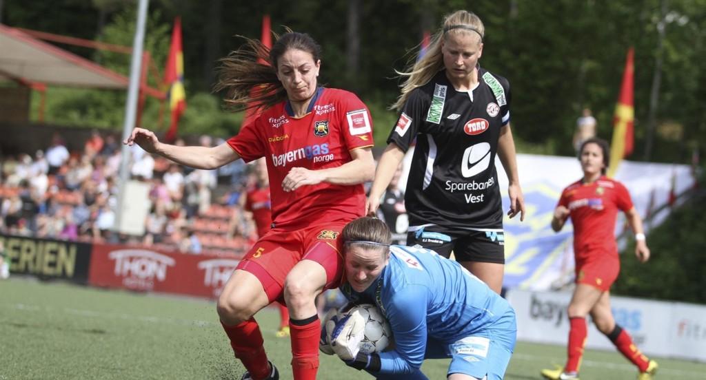 TRENGER PENGER: Kine Kvalsvik og Røa hadde en blytung høstsesong på banen, nå kjemper klubben enda tøffere økonomisk kamp utenfor banen.