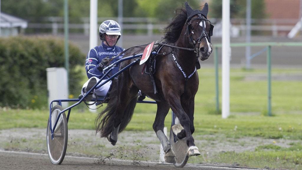 Tangen Didrik med sin tidligere trener Øystein Tjomsland.