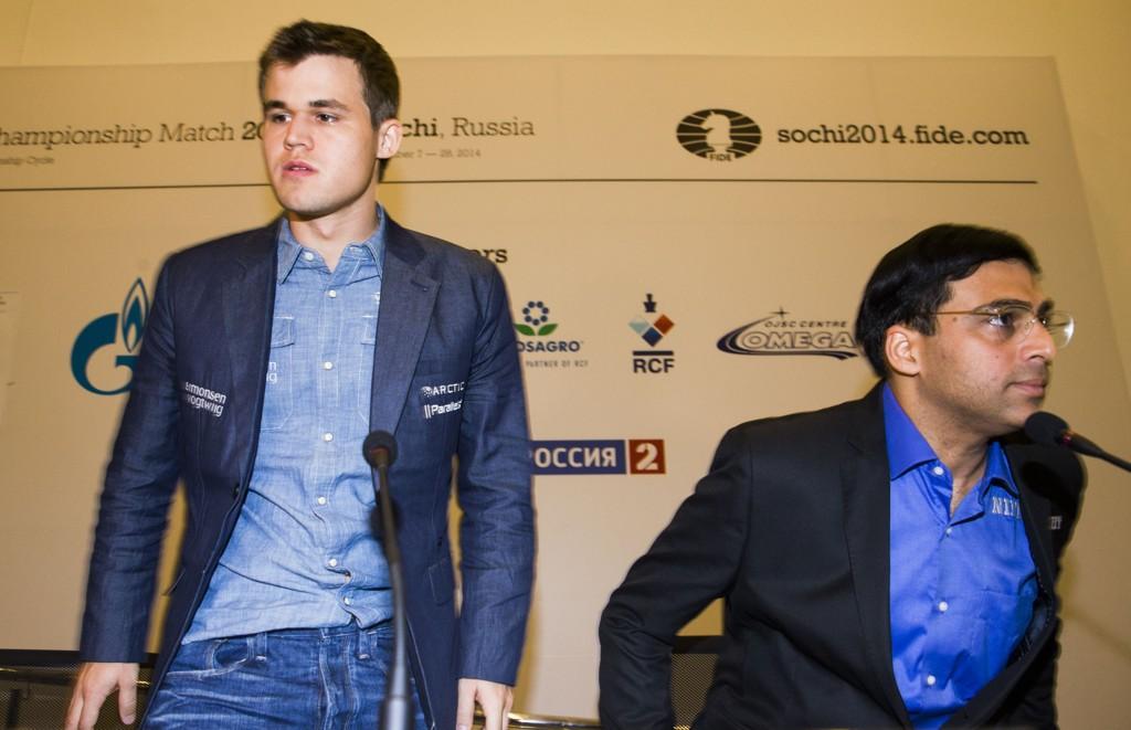 Magnus Carlsen er etter alt å dømme langt bedre trent enn utfordrer Vishy Anand (44)