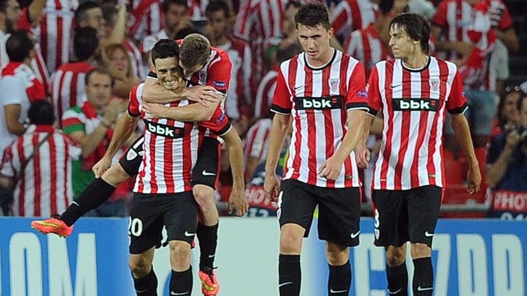 Athletic Bilbao-fansen krysser fingerene for at toppscorer Aritz Aduriz (til venstre) skal bli klar til kveldens hjemmekamp mot Espanyol.