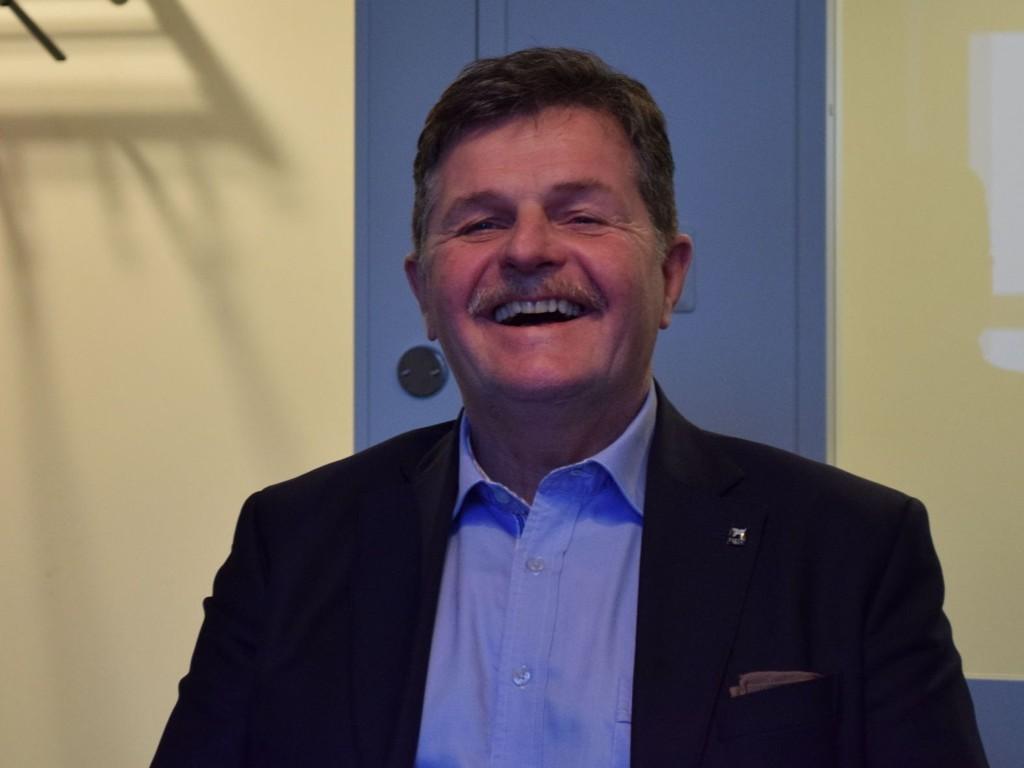 - Å ha en milliard i gjeld er ikke noe verre enn å ha tre millioner i gjeld - alt handler om å ha verdier nok til å dekke den, sier Asmund Haare.