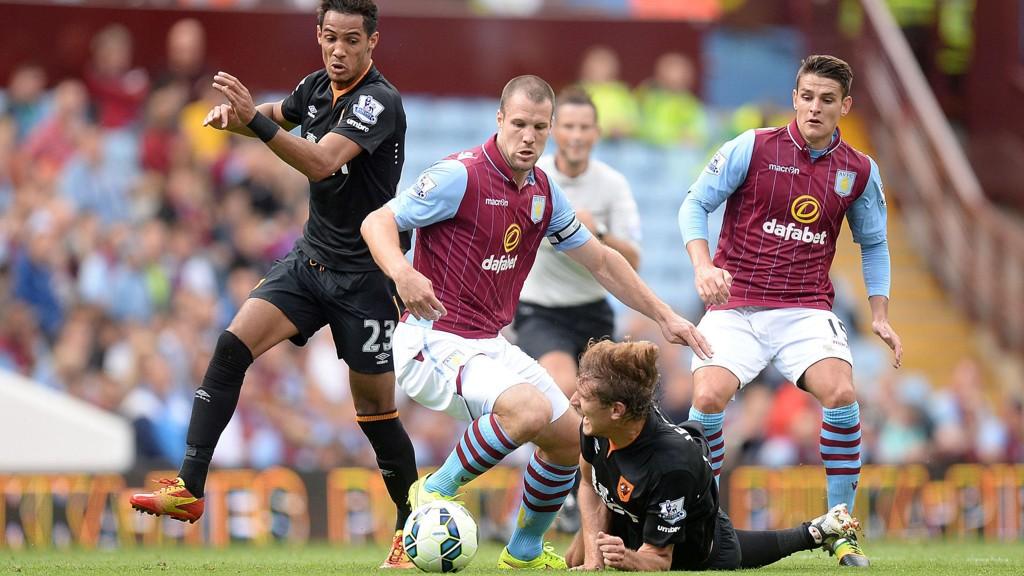 Kaptein Ron Vlaar (i midten) er en av flere Aston Villa-profiler som ikke rekker kveldens kamp mot Southampton.