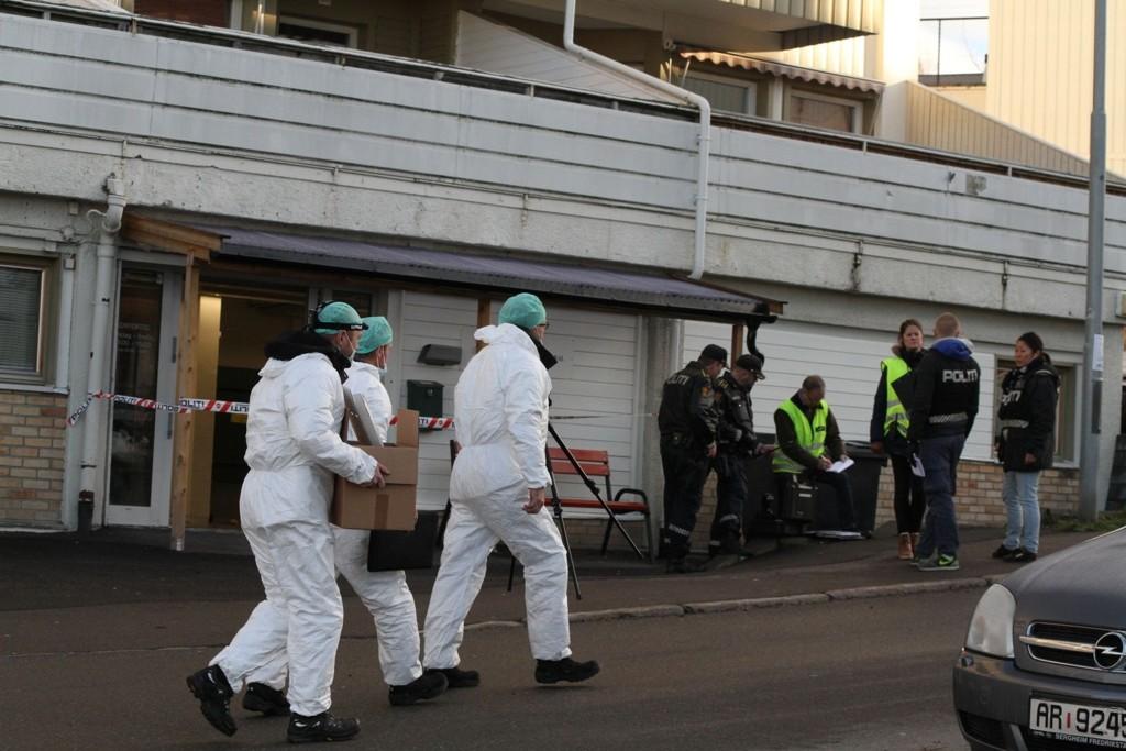 Mannen som ble skutt inne i lokalene til Oppsal Vaktmestersentral tirsdag døde onsdag av skadene.