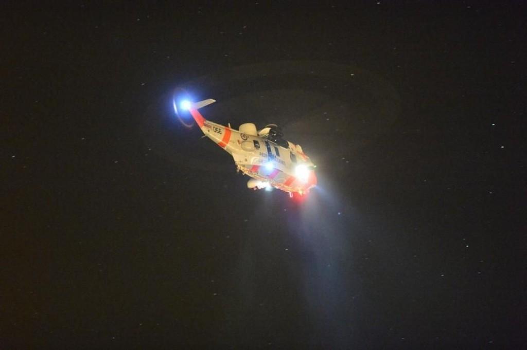 Et Sea King-helikopter bisto i søket sammen med politi, brannvesen og flere frivillige organisasjoner.