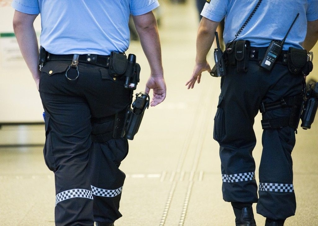 MENER TIDEN ER INNE: De tidligere politimennene Finn Abrahamsen og Johnny Brenna mener tiden er inne for å bevæpne politiet permanent.