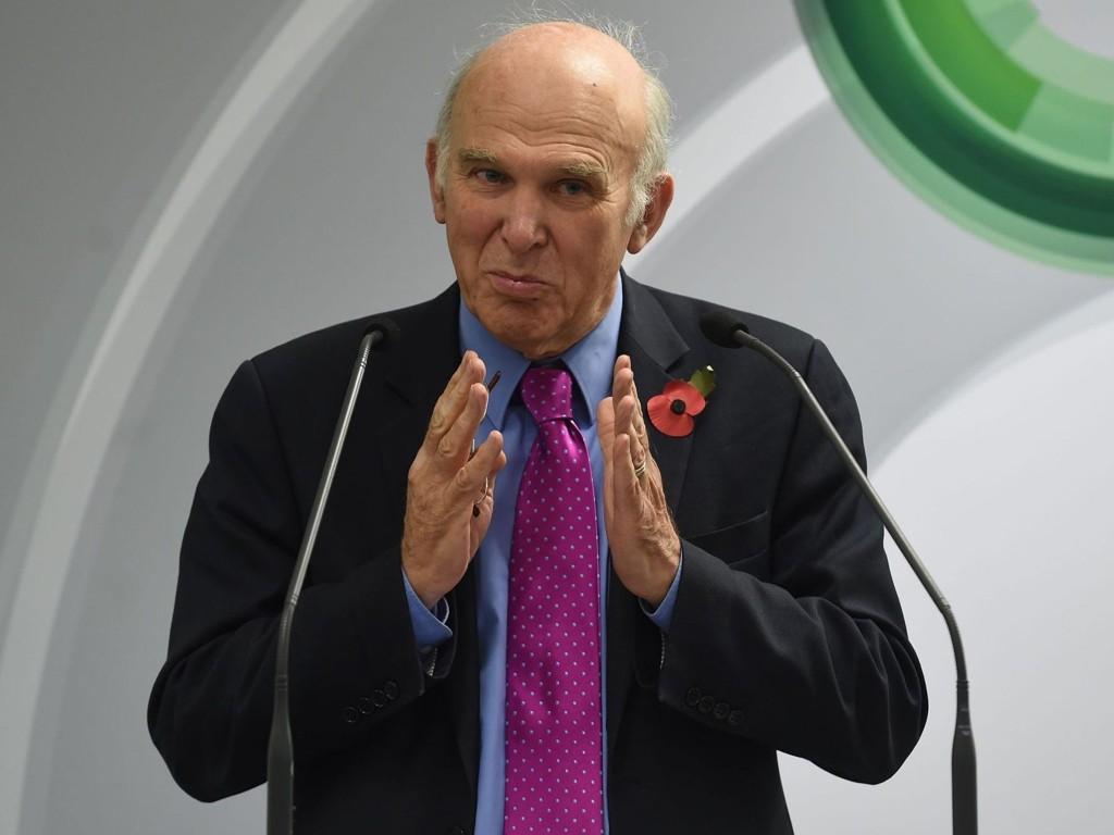 - Vi må gi aksjonærene makten til å nedstemme denne typen overdreven betaling, sier Englands næringsminister Vince Cable.