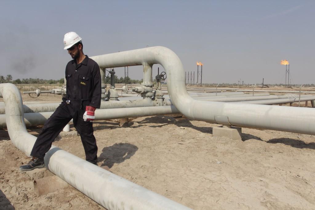 Irak regner med en oljepris på 80 dollar fatet i statsbudsjettet for neste år. Her et bilde fra oljefeltet Nahr Bin Umar sør i landet.