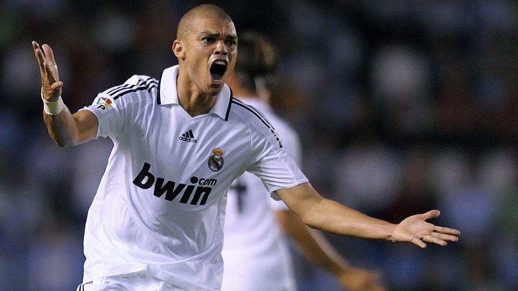 TIL ENGLAND? Pepe kobles til Manchester United.