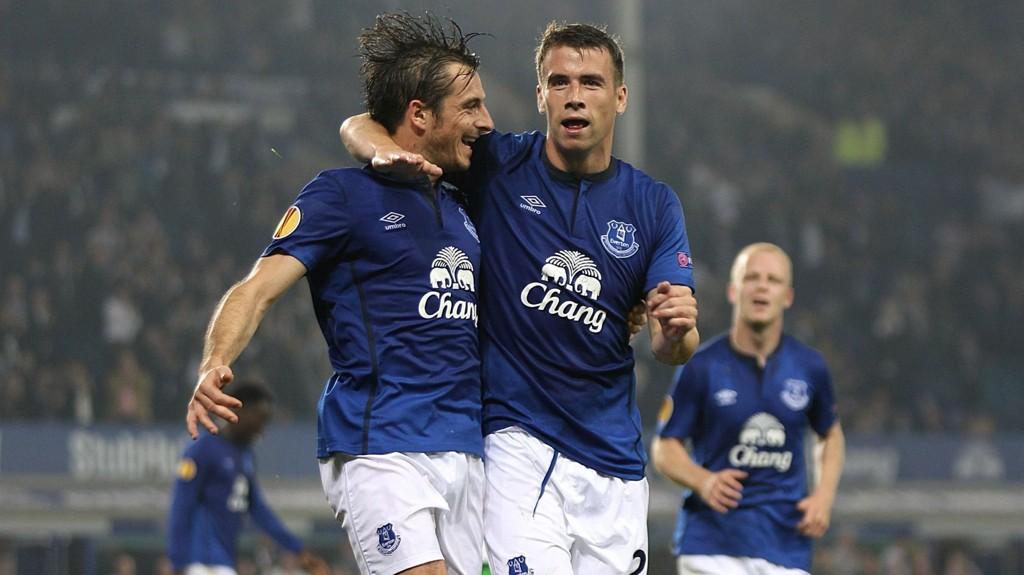 Leighton Baines (til venstre) er en av mange Everton-profiler som må stå over kampen mot Wolfsburg grunnet skader.