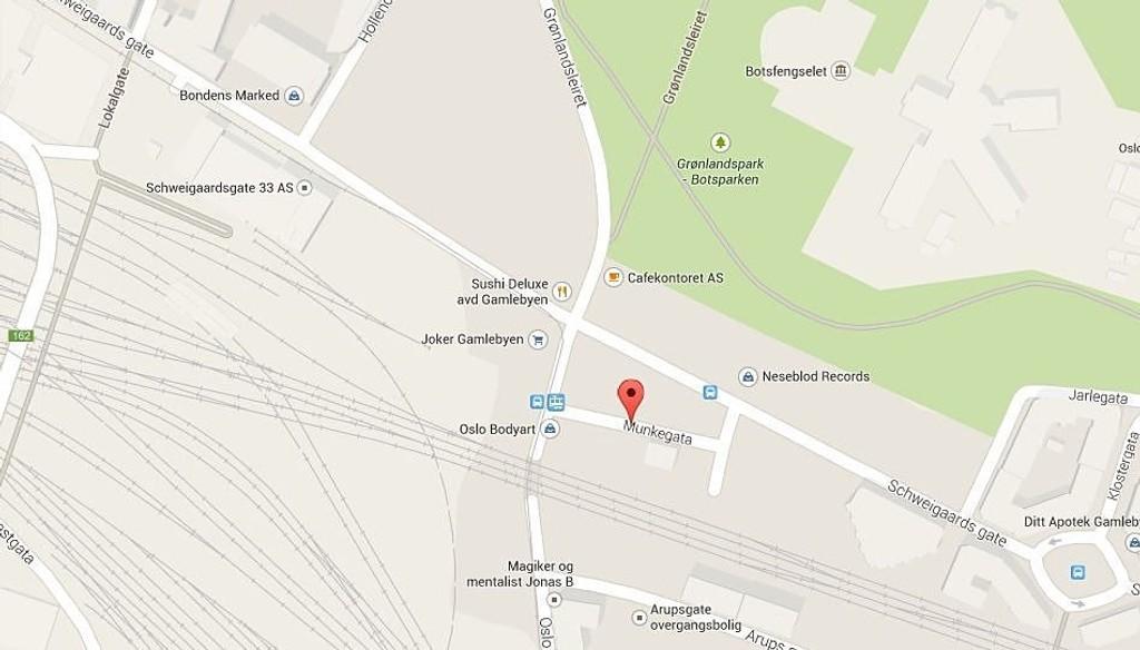 Ulykken skjedde i Munkegata i Gamlebyen. Politiet ber nå vitner om å ta kontakt.