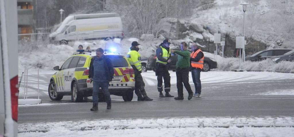 EVAKUERT: Torp flyplass i Sandefjord måtte torsdag ettermiddag evakueres etter funn av en uidentifisert pakke. Foto: Olaf Akselsen (Sandefjords Blad)