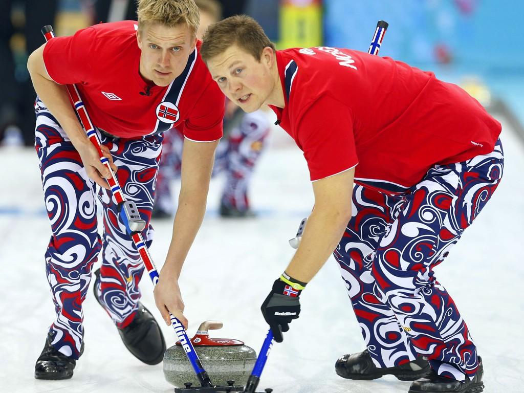 RIKTIG VEI: Håvard Vad Petersson og Christoffer Svae fikk kostet Norge videre i EM.