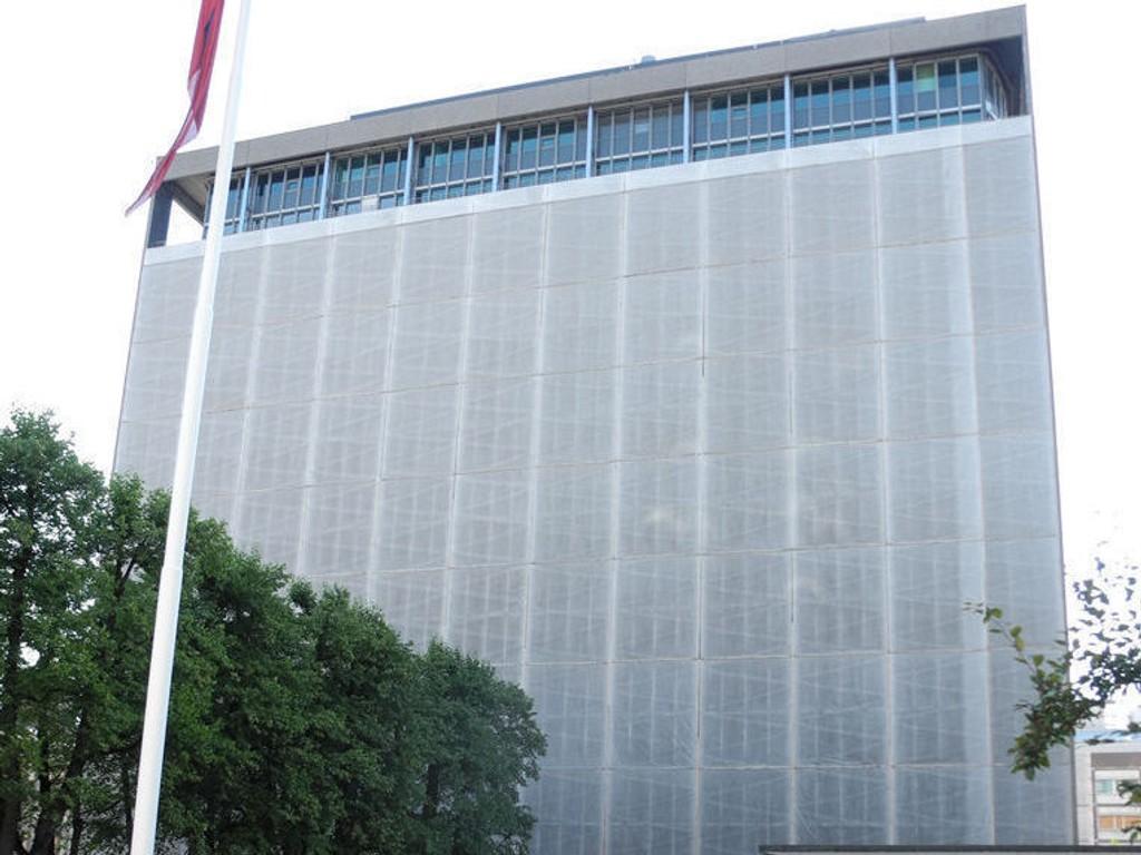 ÅPNES: Det er laget en passasje gjennom der hovedinngangen til Høyblokka var før terrorangrepet 22. juli 2011.