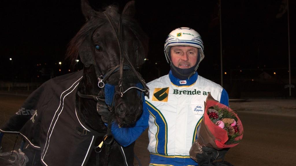 Atle Eggan (her med Snonsøy Elda) kan utfordre storfavoritten i V5-2.