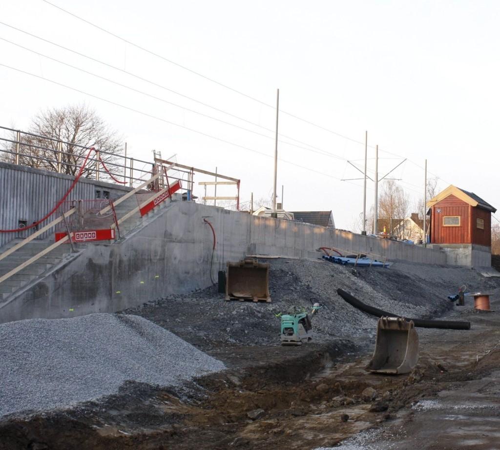 MYE GJENSTÅR: Slik så det ut ved Sæter stasjon 1. desember, men etter planen skal trikken gå fra 11. desember.
