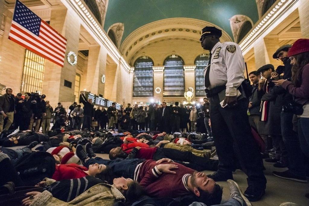 Nytt dødsfall etter politivold utløste nye protester i USA, her Grand Central Terminal på Manhattan i New York.
