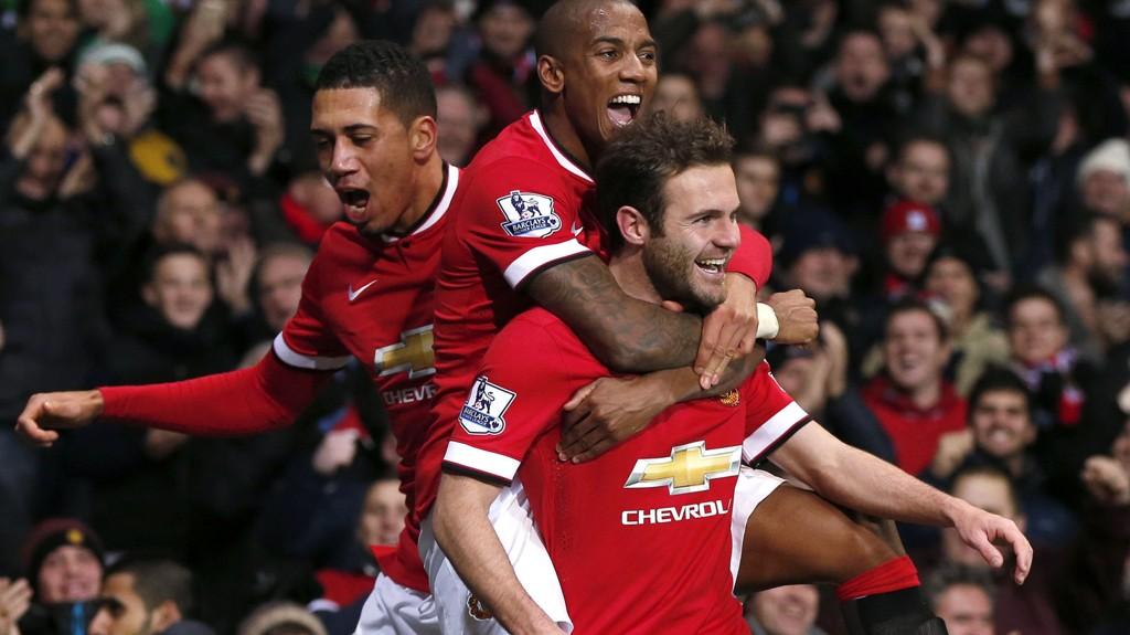 FORSVINNER? Manchester Uniteds Juan Mata kan være på vei bort. Her med Ashley Young og Chris Smalling.