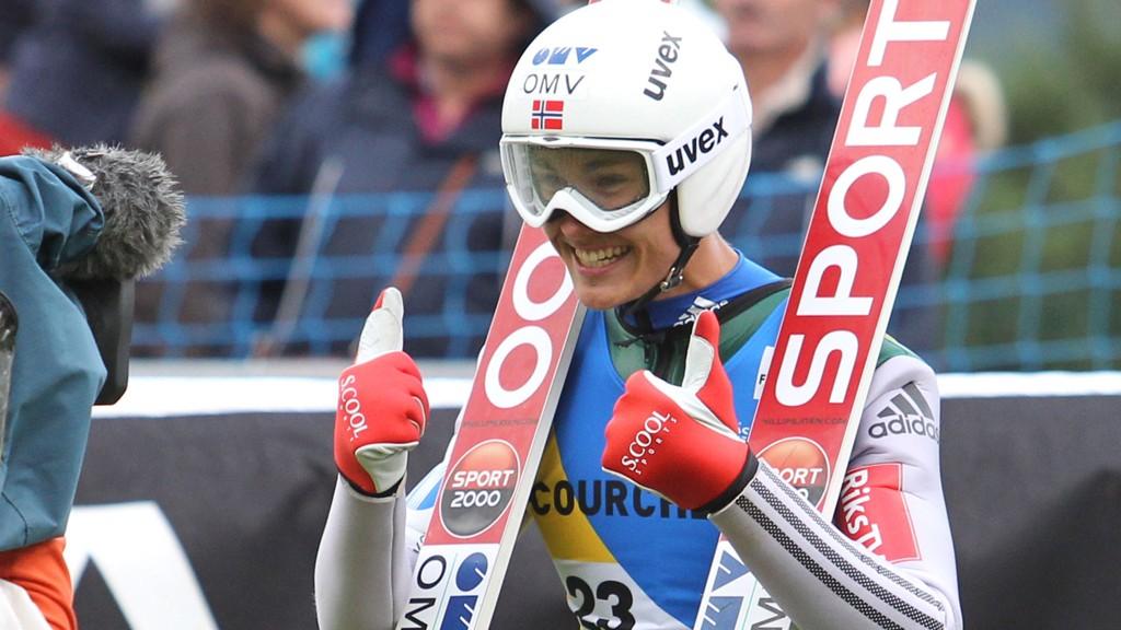 STÅR OVER: Phillip Sjøen sliter med svimmelhet etter fallet i Klingenthal.