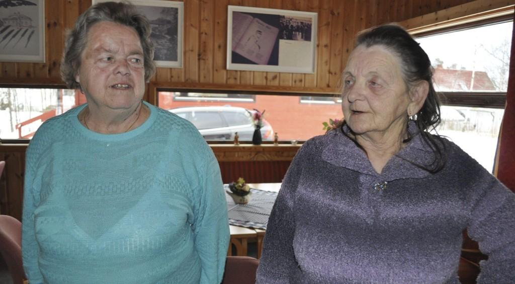 OPPGITTE: Raufoss-pensjonistene Astrid Holtet Skoglunds (t.h.) og Grete Sandbergs tur til Torsby i Sverige ble ikke akkurat som forventet.