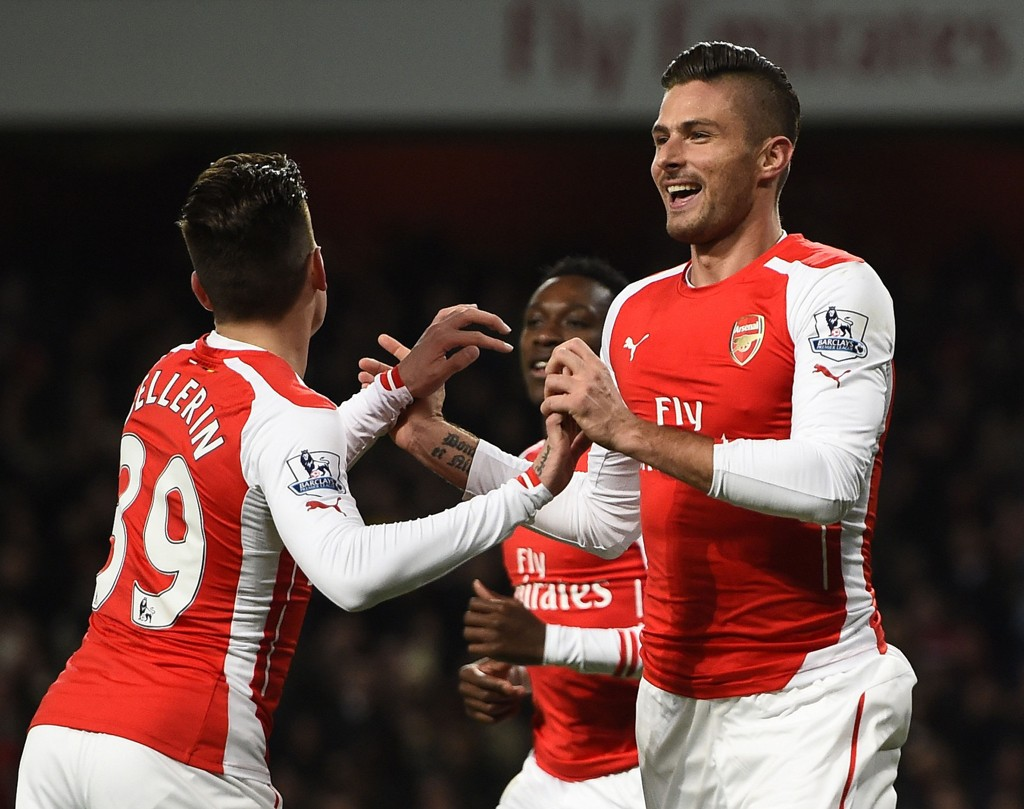 SCORET TO: Olivier Giroud var sentral i Arsenals 4-1-seier mot Newcastle.