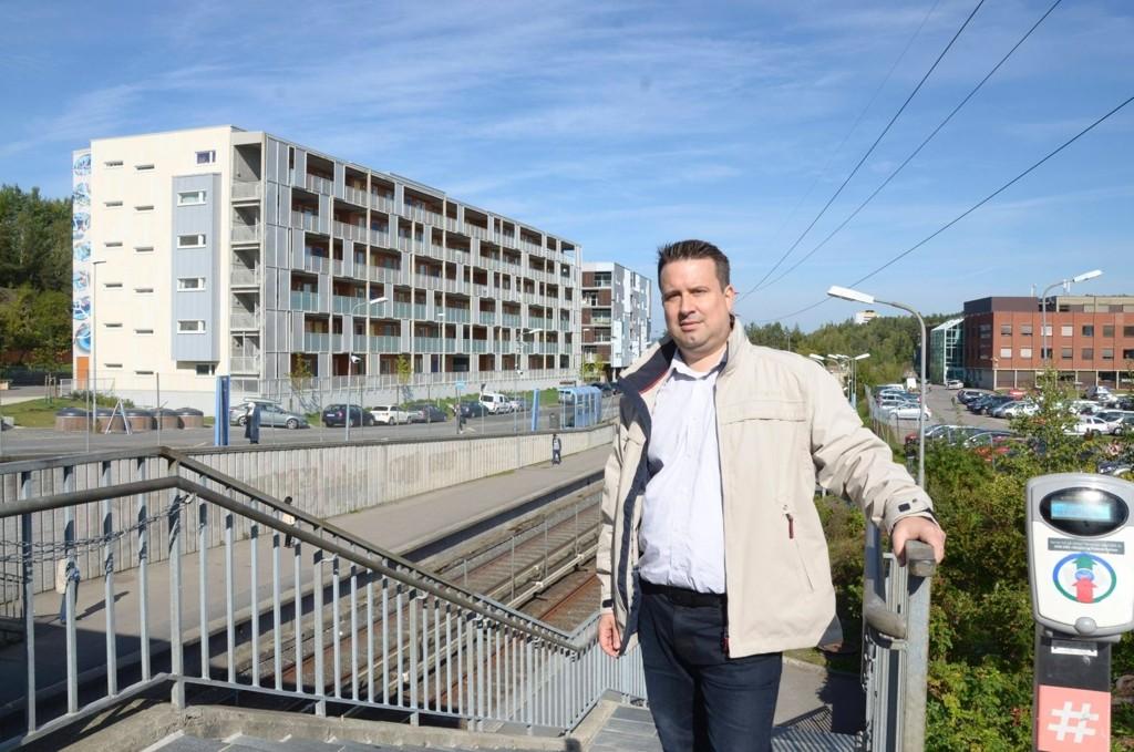 TRAFIKKPLAN: Mads Lindahl (A) oppfordrer østensjøbeboere til å komme med innspill til bydelens trafikkplan innen 15. januar 2015. Arkivfoto: Nina Schyberg Olsen