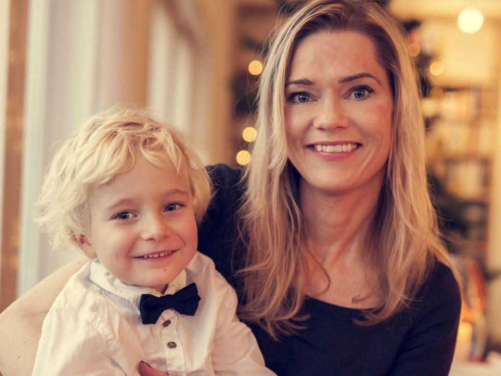 Kari Randen i alkovettorganisasjonen AV-OG-TIL mener barn trenger at voksne oppfører seg som de pleier, også i juleferien.