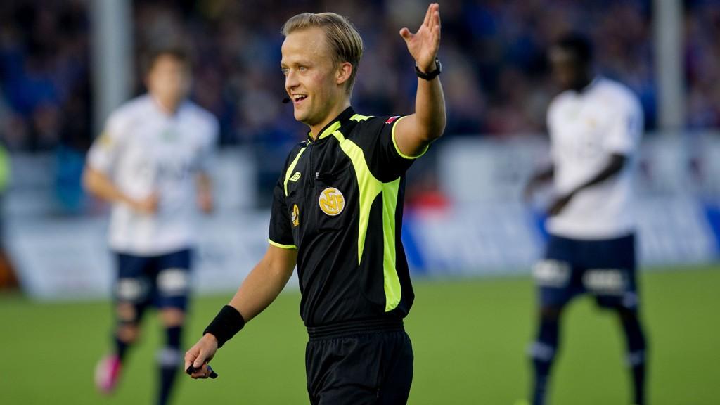 Eliteseriedommer Ola Hobber Nilsen får neste år muligheten til å dømme internasjonale fotballkamper.
