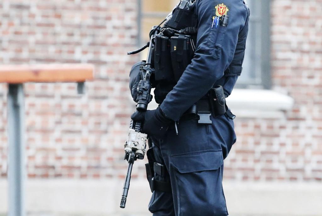 UTVIDET: Frem til 15. februar vil vi se bevæpnet politi.