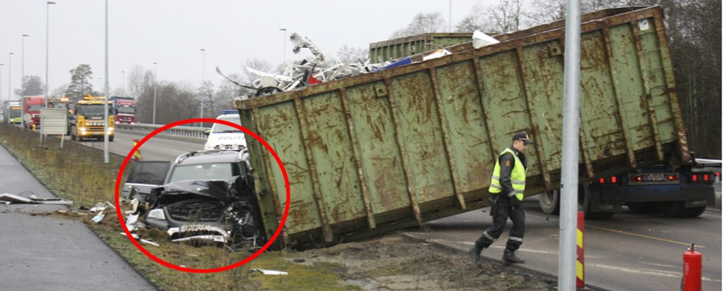 INGEN SVAR: Foreløpig kan ingen gi svar på hvorfor denne ulykken skjedde. Drosjesjåføren tror det var marginer som reddet livet til han og passasjeren.