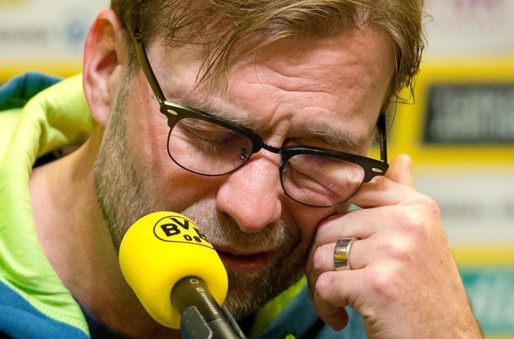 UNDER STREKEN: Jürgen Klopp har hatt en vanskelig høst med Borussia Dortmund. Lørdag tapte laget for Werder Bremen, og tar med det vinterpause under nedrykksstreken.