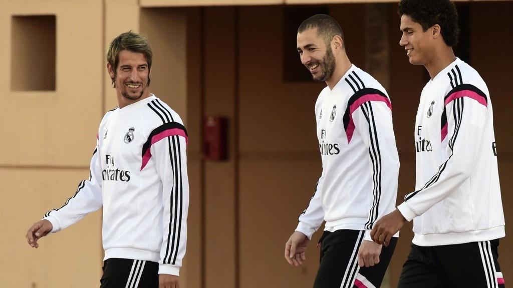 TIL ENGLAND? Real Madrids Fabio Coentrao (t.v) skal være ønsket på balløya. Her sammen med Karim Benzema og Raphael Varane (t.h).