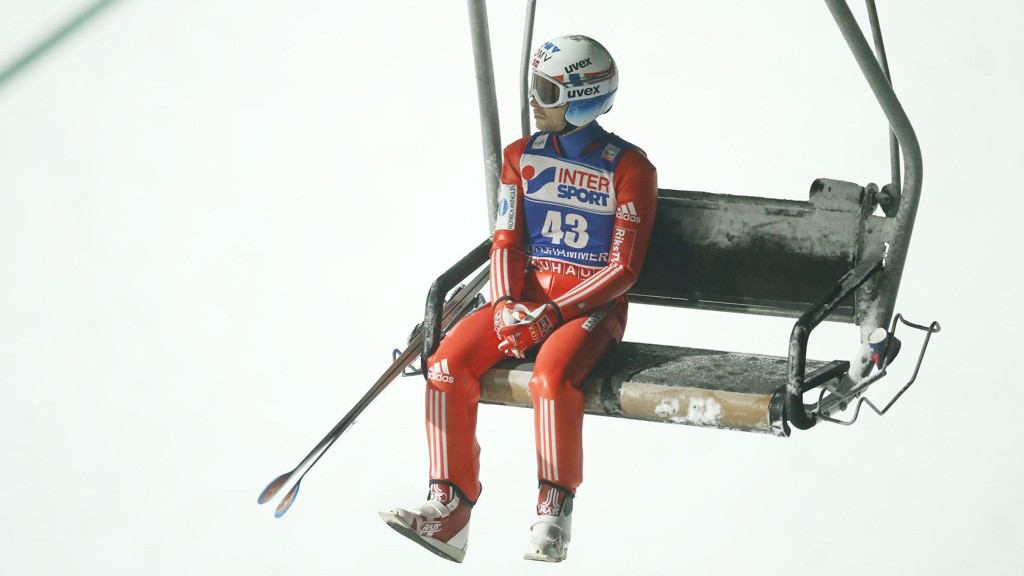 Anders Jacobsen (29) har trøblet i sesongstarten, men Norges siste hoppukevinner får likevel plass på laget til romjuls- og nyttårsrennene i Tyskland og Østerrike.
