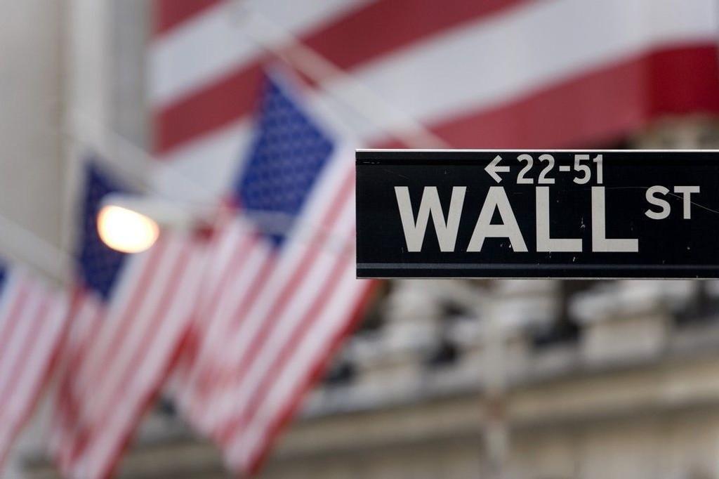 Industriindeksen Dow Jones steg 0,89 prosent, mens teknologitunge Nasdaq la på seg 0,34 prosent mandag 22.12.
