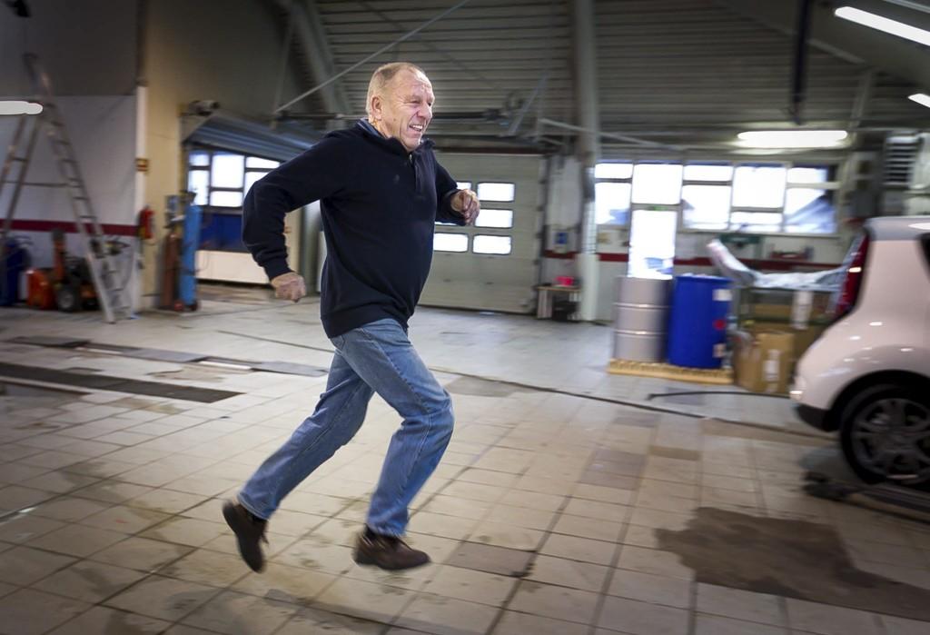 I BEVEGELSE: Svein Hansen mener selv at mosjon og trim er det viktigste for at han har ikke har en eneste fraværsdag fra jobben på 50 år..