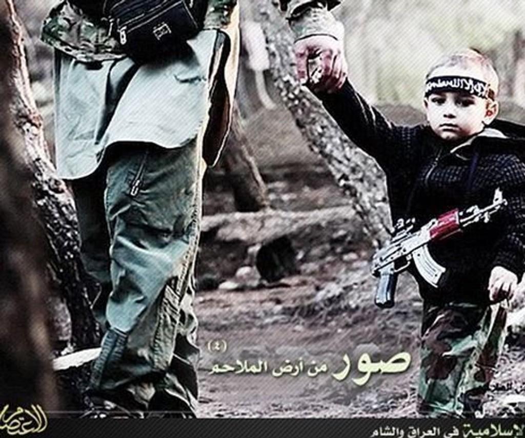 PROPAGANDA: Det som skal være tre år gamle Ismail blir brukt i IS-propaganda på internett. Guttens mor har ikke sett ham siden faren bortførte ham for over ett år siden.