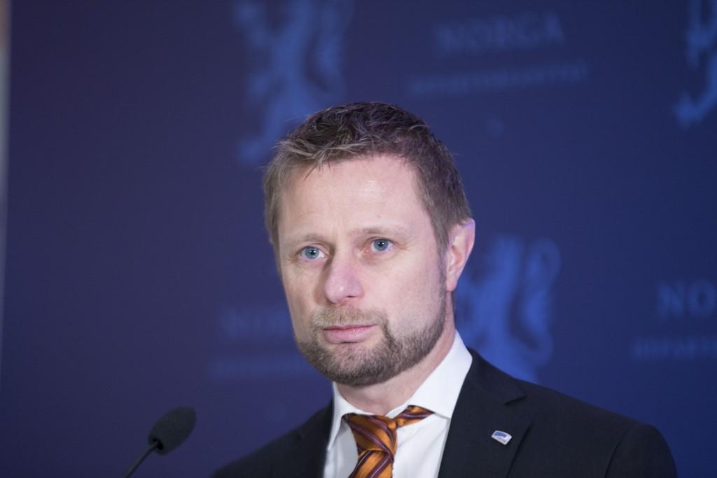 Helse- og omsorgsminister Bent Høie på fredag morgens pressekonferanse i etterkant av foretaksmøtet om nytt sykehus i Nordmøre og Romsdal.