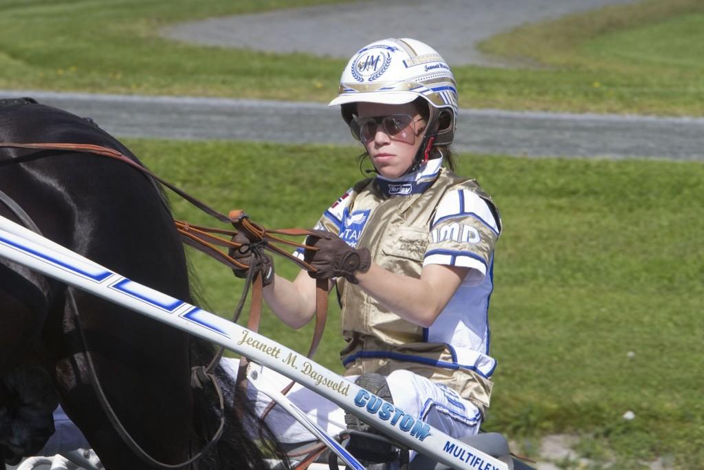Jeanett Marie Dagsvold trener vår frekke banker denne fredagen. Foto: Anders Kongsrud/www.hesteguiden.com