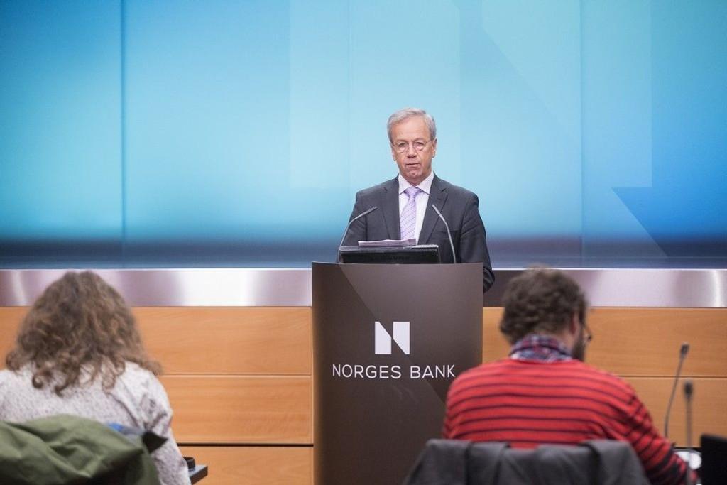 Får sentralbanksjef Øystein Olsen rett i sine spådommer blir reallønnsveksten i 2015 den dårligste på 10 år. Her fra rentemøtet i oktober 2014.