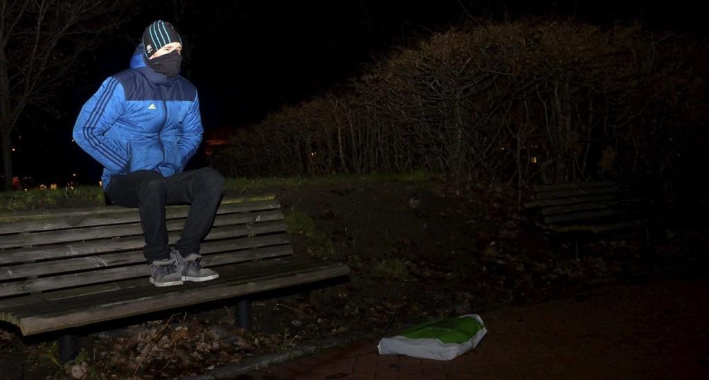 Det er flere år sicen «Erik» sist var i Sandefjord. Traumene og de dårlige minnene fra barndommen og ungdomstiden er for store. Nå bor han et annet sted i landet og forsøker å leve et mest mulig normalt liv.