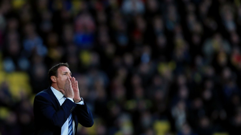 Wigan-manager Malky Mackay roper etter tre poeng.