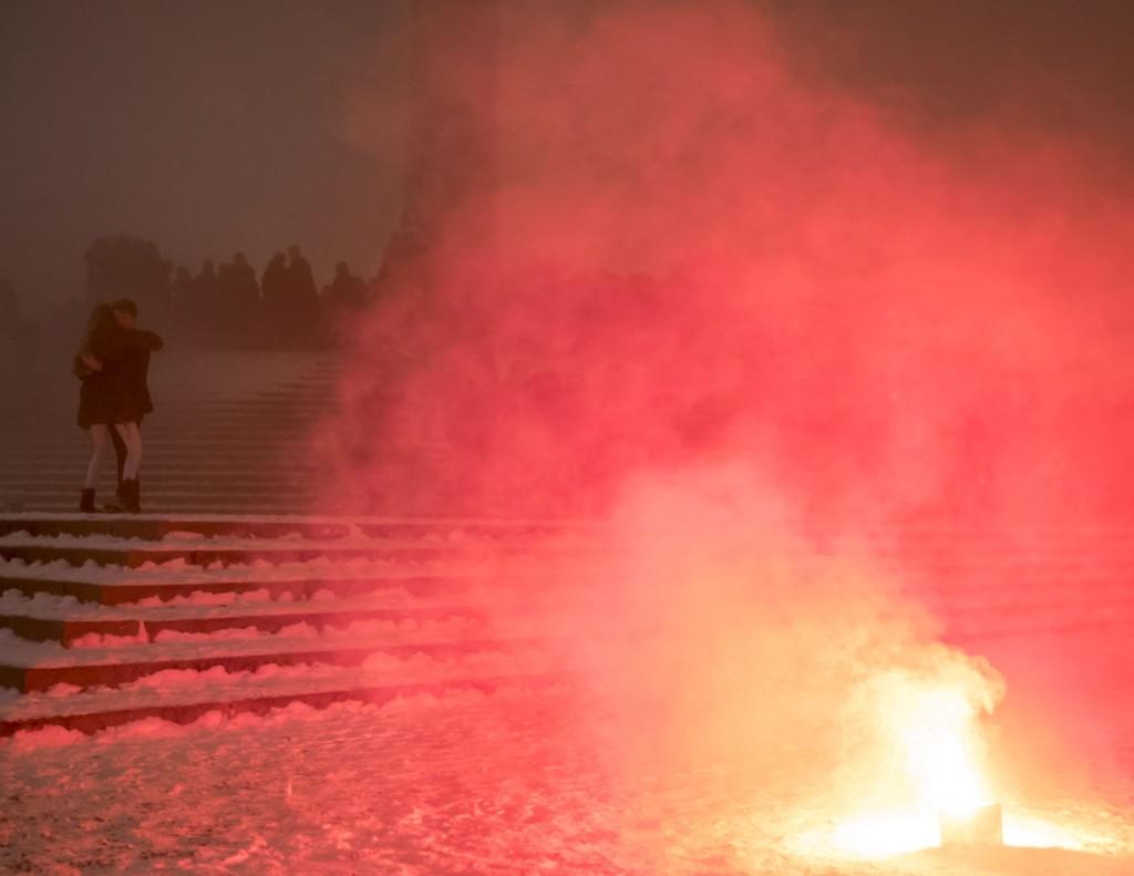 OSLO: Det ble en tåkefull nyttårsaften for de som hadde møtt opp i Vigelandsparken i Oslo på nyttårsaften for å se på rakettene.