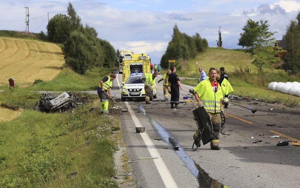 DØDSULYKKER: Statens vegvesen har talt opp 152 dødsulykker på veiene i løpet av 2014. I august omkom en person etter kollisjon mellom personbil og lastebil ved Kvam nær Steinkjer.