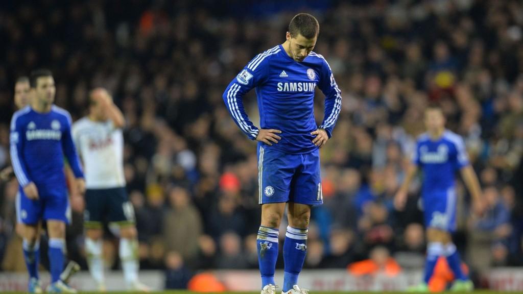José Mourinho har sett seg lei av behandlingen Eden Hazard (23) får i engelsk fotball.