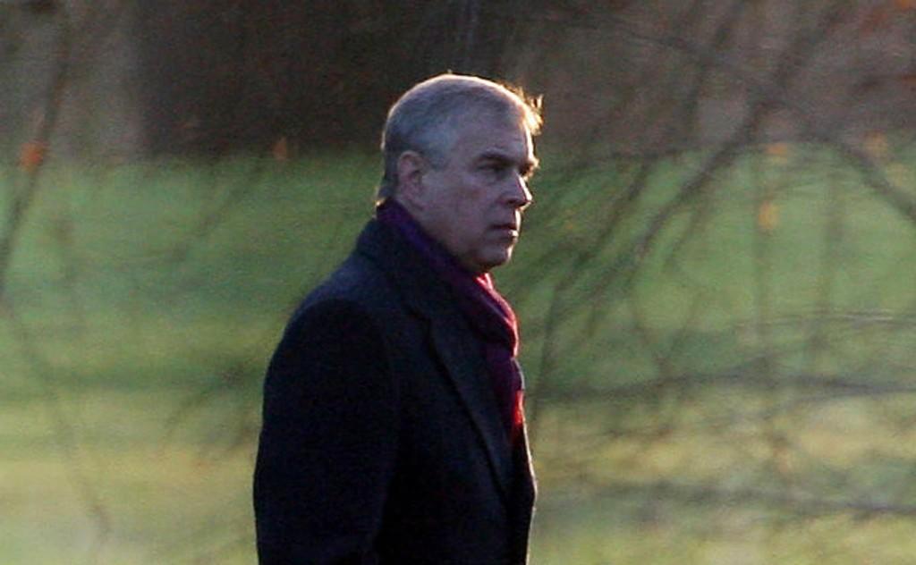 Prins Andrew trekkes inn i en ny rettsprosess rundt sexdømt amerikansk finansmann. Buckingham Palace avviser alle anklager.