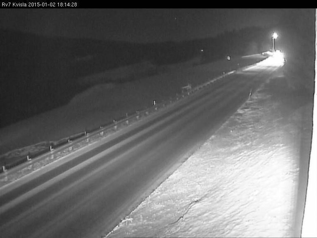 Riksvei 7 over Hardangervidda i Buskerud og Hordaland er stengt og blir ikke åpnet fredag.
