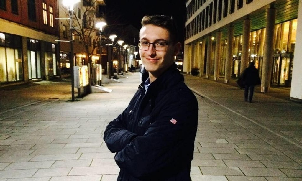 REAGERER PÅ AUF-VERVING: Alexander Leirstein, politisk nestformann i FpU Østfold, reagerer sterkt på at AUF lokket 12-åring inn i partiet med løfter om gratis mat og senere skolestart.