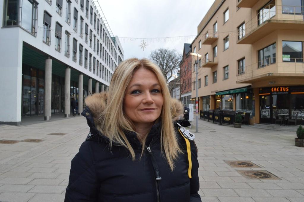 SKEPTISK: Mamma Monica Helen Sundt Utne mener AUF burde oppsøke steder med 15-årsgrense for å verve medlemmer etter at datteren på 12 kom hjem med et introduksjonsmedlemsskap.